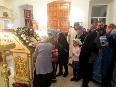 В канун праздника Казанской иконы Божией Матери благочинный Каменского районного округа совершил всенощное бдение в Димитриевском храме г. Каменки
