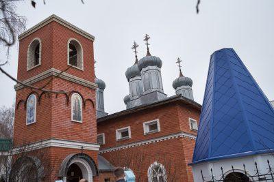 Высокопреосвященнейший митрополит Серафим освятил крест и купол Покровского храма в Городище