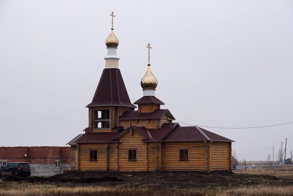 В Неделю 23-ю по Пятидесятнице митрополит Серафим совершил Литургию в храме Рождества Христова в селе Кижеватово