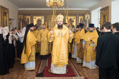 В престольный праздник митрополит Серафим совершил Литургию в храме святителя Иннокентия Иркутского при Пензенской духовной семинарии