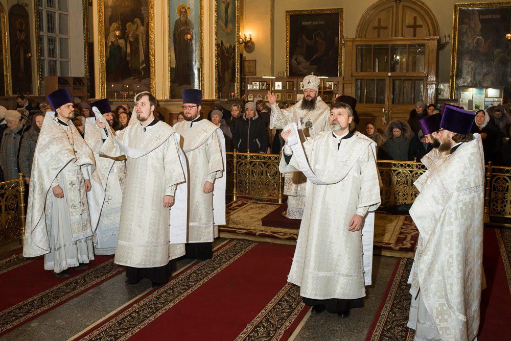 В праздник Крещения Господня митрополит Серафим совершил Литургию и чин великого освящения воды в Успенском кафедральном соборе