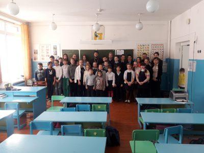 Священнослужитель встретился с учащимися образовательной школы в селе Федоровка