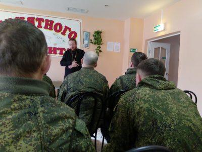 Священник встретился с военнослужащими села Леонидовка