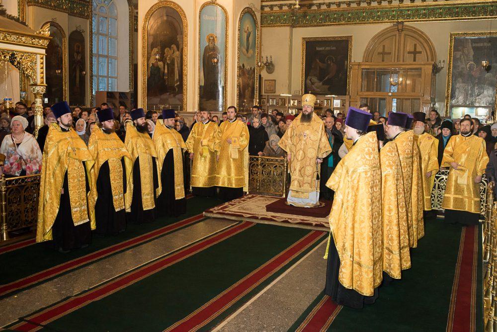 В Прощеное воскресенье митрополит Серафим совершил вечерню в Успенском кафедральном соборе Пензы