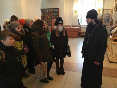 Учащиеся образовательной школы №1 посетили Димитриевский храм г. Каменки с экскурсией