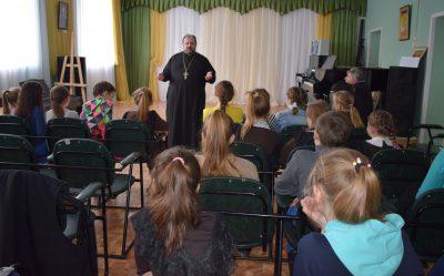 В Детской школе искусств г. Городище состоялась встреча со священнослужителем