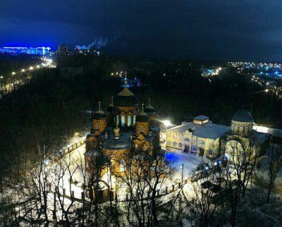 В канун Крестопоклонной Недели митрополит Серафим совершил всенощное бдение в Успенском кафедральном соборе