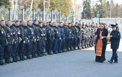 Священник благословил сводный отряд пензенской полиции перед служебной командировкой на Северный Кавказ