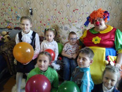 Средства от благотворительной ярмарки, проходящей в Димитриевском храме г. Каменки, были переданы на лечение ребенка