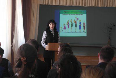 В средней общеобразовательной школе г. Городище состоялась встреча священнослужителя и психологов со старшеклассниками