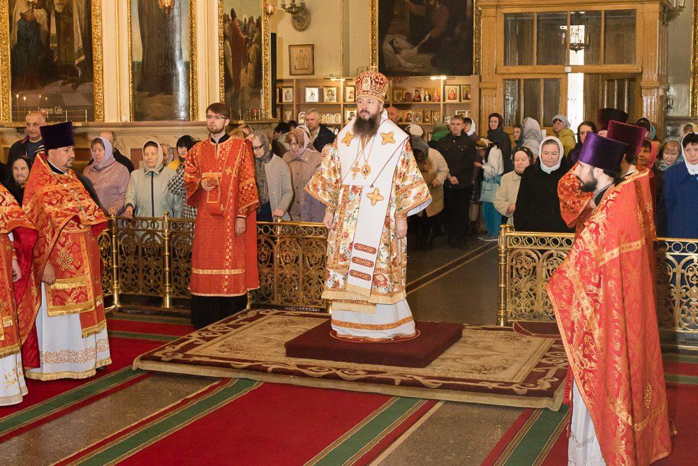 В день Радоницы Митрополит Серафим совершил Литургию и пасхальное поминовение усопших в Успенском кафедральном соборе