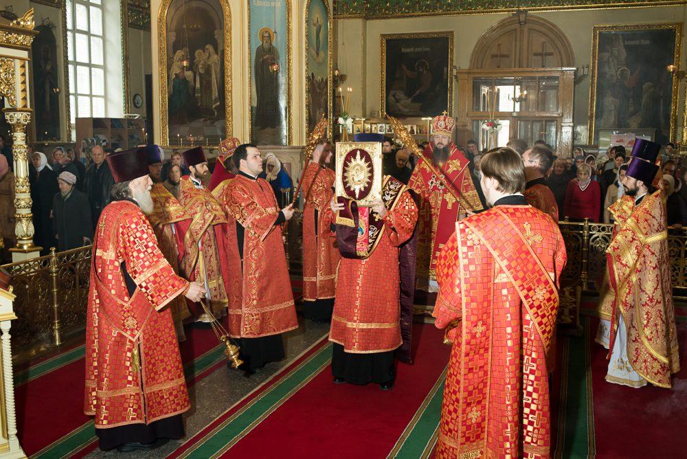 В Неделю 3-ю по Пасхе митрополит Серафим совершил Литургию в Успенском кафедральном соборе