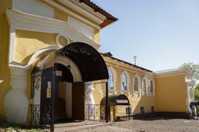 В канун Недели 7-й по Пасхе митрополит Серафим совершил всенощное бдение в Воскресенском храме при епархиальном управлении