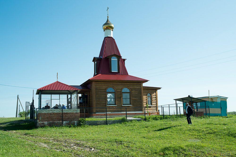 В день памяти святителя Николая Чудотворца митрополит Серафим совершил Литургию в Никольском храме села Дигилевка