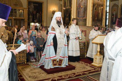 В канун Троицкой родительской субботы митрополит Серафим совершил заупокойное богослужение в Успенском кафедральном соборе