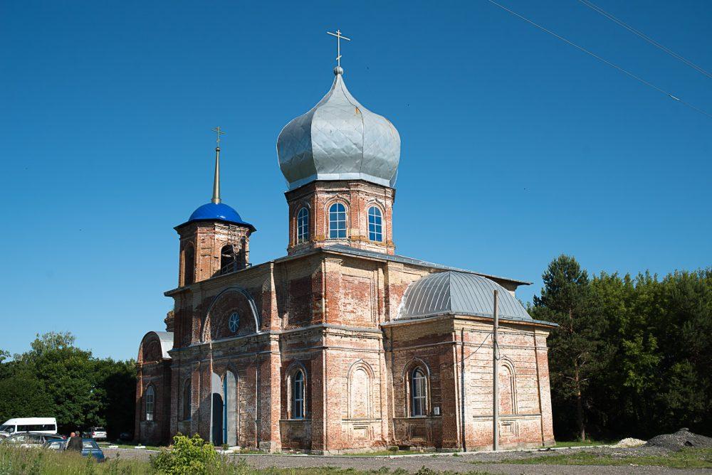 В неделю 3-ю по Пятидесятнице митрополит Серафим совершил литургию в Троицком храме села Долгоруково