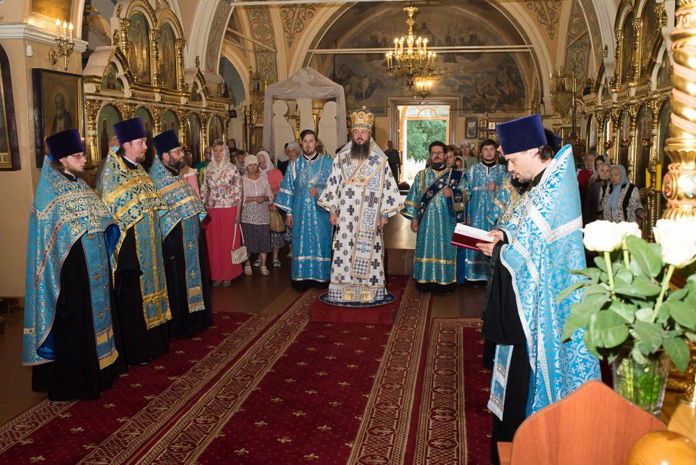Митрополит Серафим совершил вечерню с акафистом Казанской-Пензенской иконе Божией Матери в Митрофановском храме Пензы