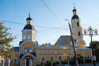 На территории Покровского архиерейского собора прошла благотворительная ярмарка