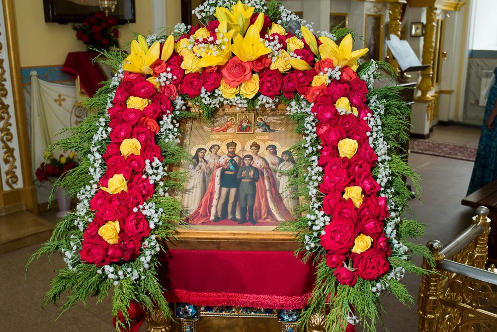 В канун дня памяти Царственных страстотерпцев митрополит Серафим совершил всенощное бдение в Покровском архиерейском соборе