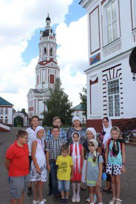 Учащиеся воскресной школы при Димитриевском храме Каменки посетили Троице — Сканов женский монастырь Наровчатского района