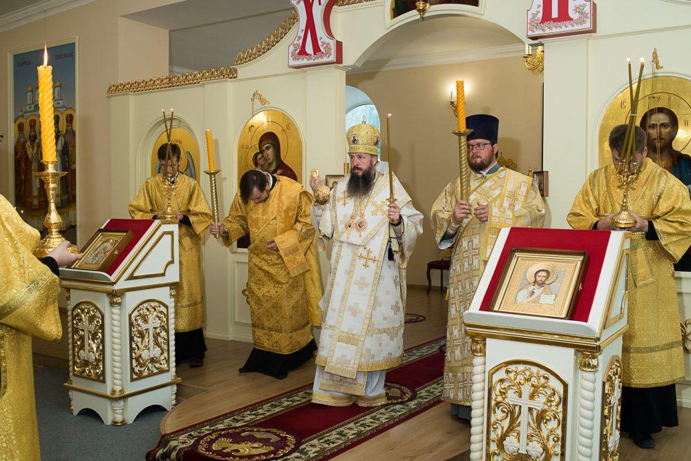В канун Недели 11-й по Пятидесятнице митрополит Серафим совершил всенощное бдение в Воскресенском храме при епархиальном управлении