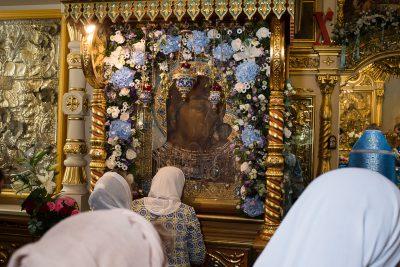 В день чествования Казанской-Пензенской иконы Божией Матери митрополит Серафим совершил Литургию в Митрофановском храме Пензы