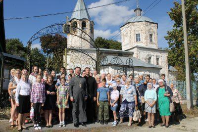 Воспитанники воскресной школы Никольского храма в Терновке совершили паломническую поездку по святым местам Кузнецкой епархии