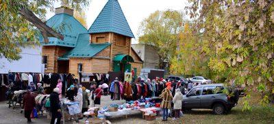 На площади перед храмом Серафима Саровского в Пензе проведена последняя в текущем году благотворительная ярмарка