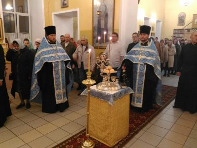 Всенощное бдение накануне праздника Покрова Пресвятой Богородицы состоялось в Никольском храме в Терновке