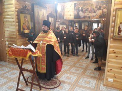 Священник благословил призывников на военную службу
