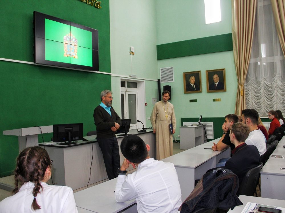 Состоялось открытие дискуссионного киноклуба с участием студентов мединститута и духовной семинарии