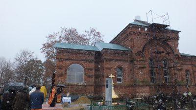 В селе Верхний Ломов состоялось освящение креста и купола храма в честь преподобного Алексия, человека Божия