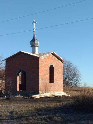 В селе Керенка водрузили крест на часовню в честь сщмч. Павлина, архиепископа Могилевского