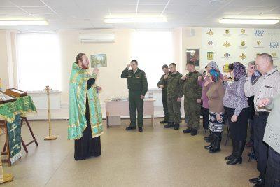 Военнослужащие и персонал объекта по уничтожению химоружия в Леонидовке приняли участие в молебне с акафистом