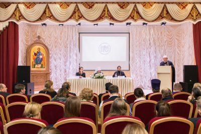 """Новый выпуск программы """"Вопросы веры"""" посвящен II конференции «Христианская педагогика в современном мире»"""