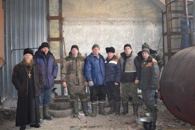 Священник поздравил сотрудников КФХ «Долгоруковское» с Новым годом и Рождеством
