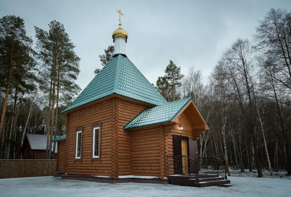 Митрополит Серафим молился за всенощным бдением в скиту новомучеников и исповедников Церкви Русской села Подлесное