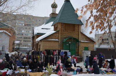 На площади перед храмом Серафима Саровского проведена благотворительная ярмарка