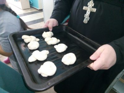 В Покровской церкви г. Городище состоялся мастер-класс по изготовлению «жаворонков»