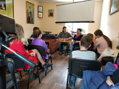 Встреча воспитанников воскресной школы «Зернышки» с участниками фольклорного ансамбля