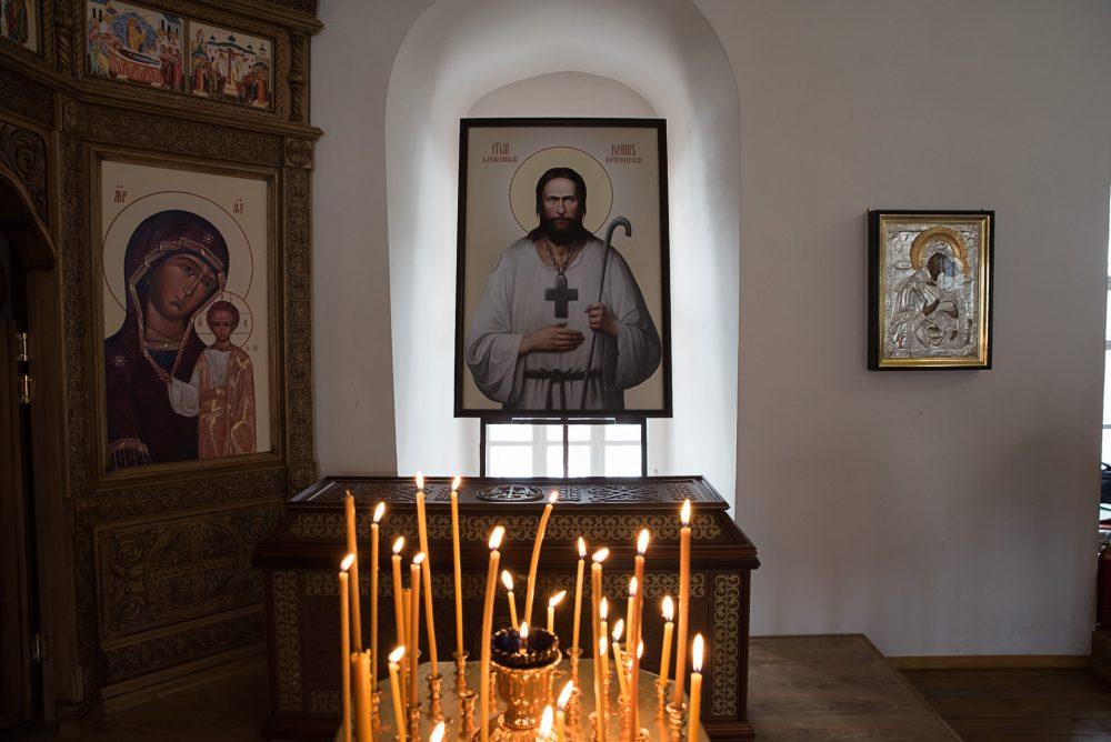 Митрополит Серафим совершил молебен перед мощами блаженного Иоанна Кочетовского в Спасо-Преображенском монастыре