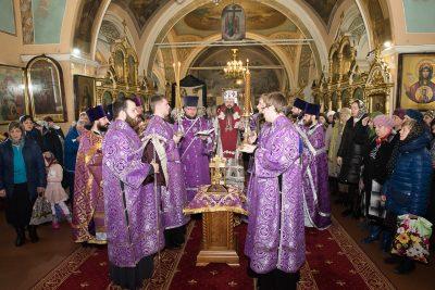 В первую Родительскую субботу Великого поста митрополит Серафим совершил Литургию в Митрофановском храме в Пензе