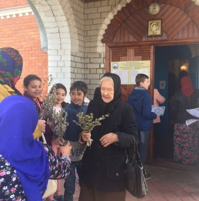 Представители православной молодежи поздравили городищенцев с праздником Входа Господня в Иерусалим