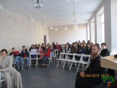 Священнослужители приняли участие в заседании дискуссионного клуба в Доме молодежи