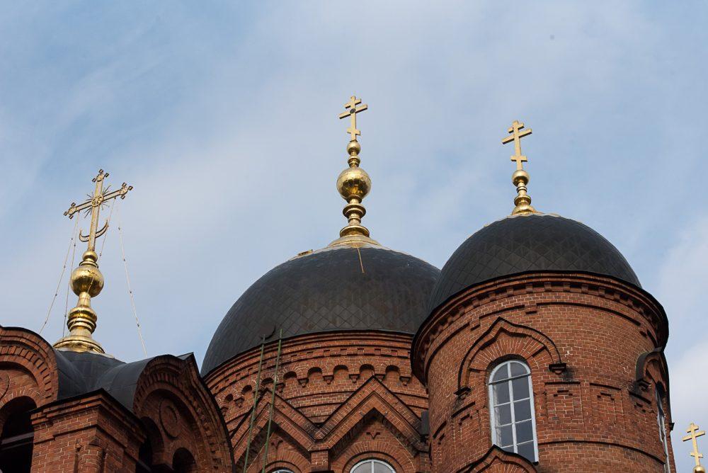 В канун среды Страстной седмицы митрополит Серафим совершил уставное богослужение в Успенском кафедральном соборе
