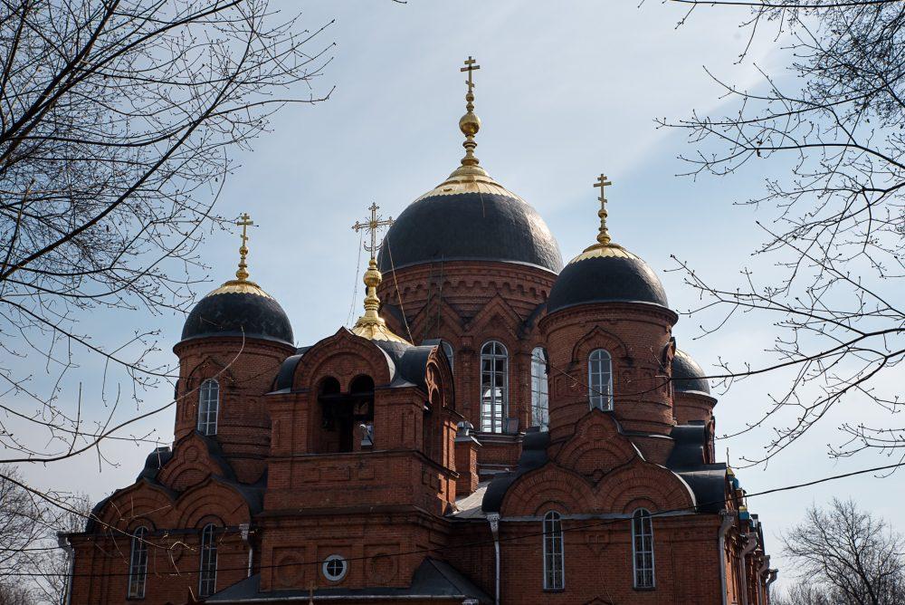 В канун Великого Четверга митрополит Серафим совершил уставное богослужение в Успенском кафедральном соборе