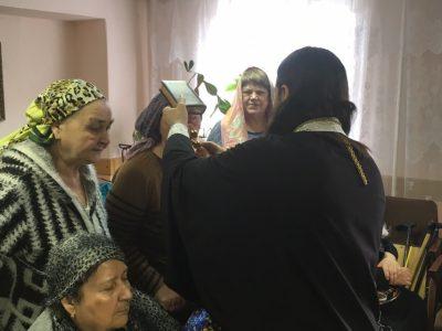 Священнослужитель посетил центр комплексного социального обслуживания населения Каменского района
