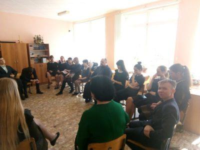 В средней общеобразовательной школе г. Городище состоялась встреча священнослужителя со старшеклассниками