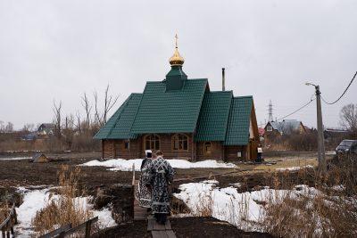 Митрополит Серафим совершил Литургию Преждеосвященных Даров в храме святого равноапостольного князя Владимира в Кривозерье