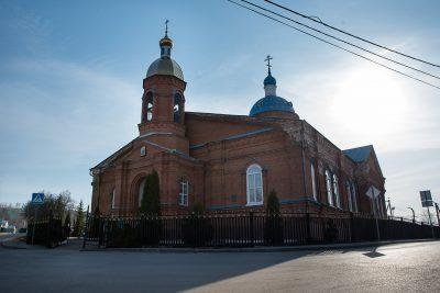 В праздник Похвалы Пресвятой Богородицы митрополит Серафим совершил Литургию во Введенской церкви микрорайона Веселовка